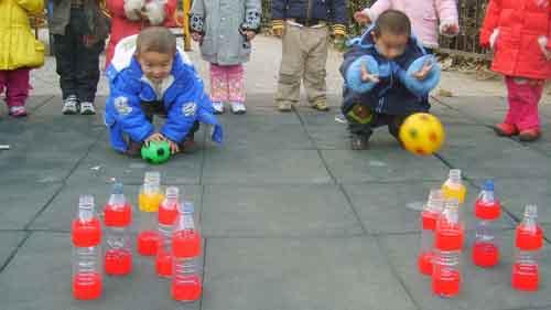 幼儿户外集体游戏; 丰富的户外活动(金城园);