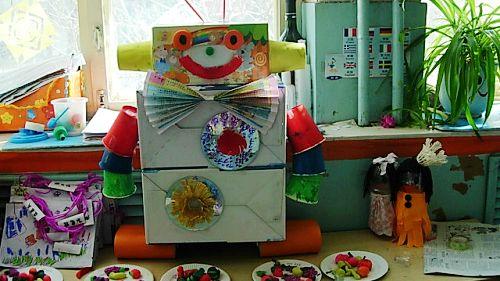 用纸盒做机器人服装 西焦园纸箱机器人大pk-小制作