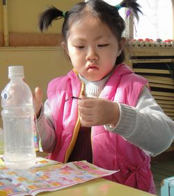 环保节约之二——瓶子娃娃图片