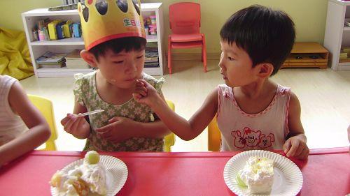 """""""小可爱""""就是我们班第二小的宝贝-张艺山."""