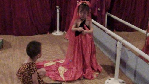 白雪公主 剧照一 王后与魔镜