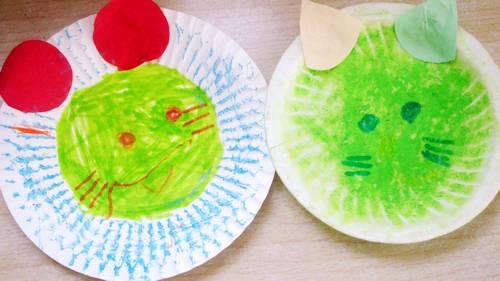 然后用水彩笔画上小动物的眼睛鼻子嘴和胡须