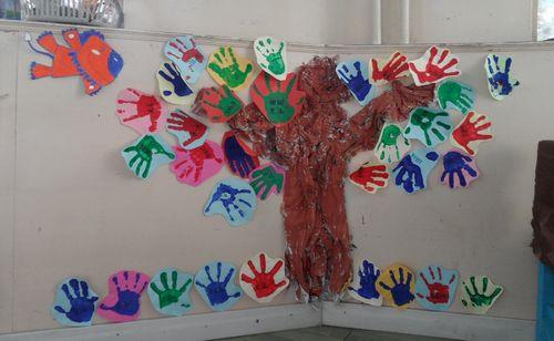 幼儿园是一个大家庭,我们爱我们的班级,这是一个大的家,我们和孩子们