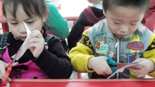 我们都知道剪刀在幼儿手工制作中不可缺少,可是,有时我们会