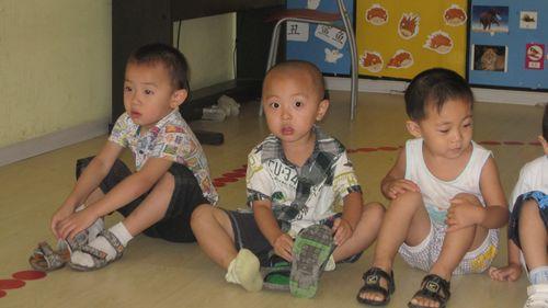 幼儿穿鞋步骤图