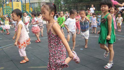 愿滕二班的小朋友在幼儿园快乐