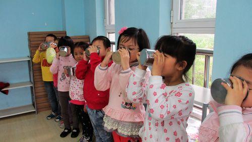 排队喝水.; 幼儿夏季保健常识; 排队喝水图片