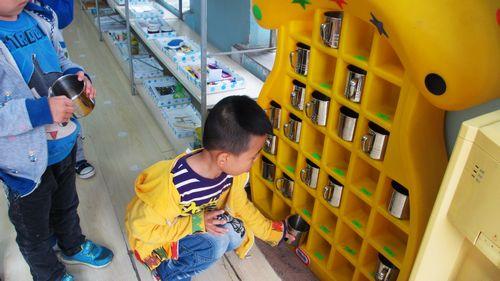 在有幼儿园我们小朋友每时每刻都在不停的说话和读书还有户外图片
