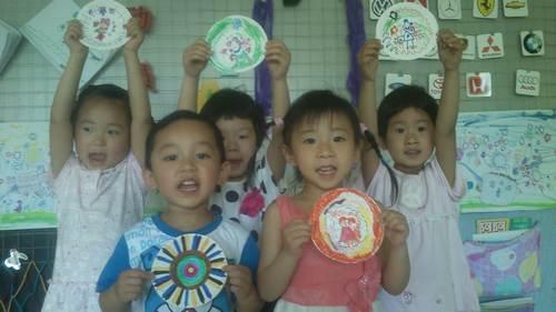 幼儿园纸盘装饰画_幼儿园海绵纸装饰画
