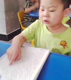 给人知识和智慧.所以,我们应该多读书.-幼儿阅读好处多