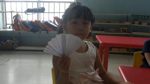 折纸扇子 - 未来强者婴幼儿智力开发园