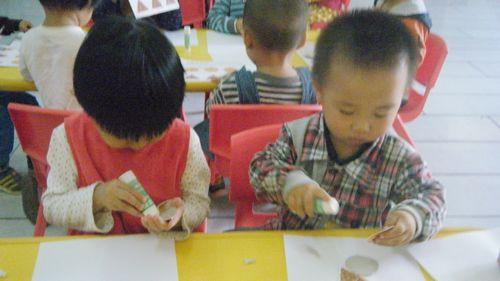 小猪吃饼干 - 未来强者婴幼儿智力开发园