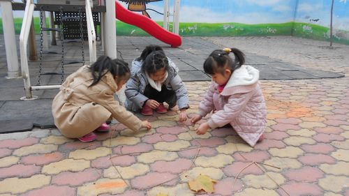 创意无限——树枝作画 - 未来强者婴幼儿智力开发园