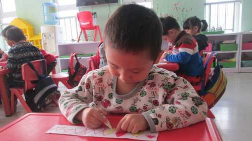 美丽的花边 - 未来强者婴幼儿智力开发园