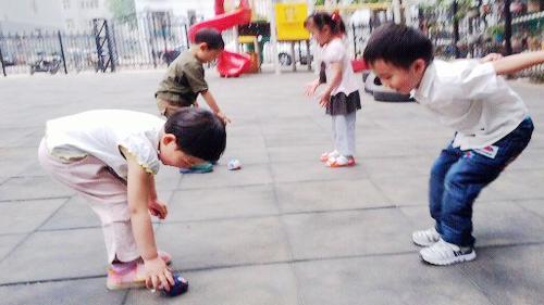 幼儿园中班踢腿运动器械