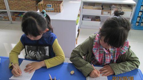 """现在,我们正在学习汉字的偏旁部首,我们已经学习""""草""""字头""""竹"""""""