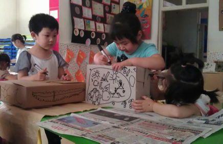 让我们一起来看看他们是如何在纸箱上作画的吧