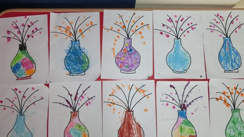我们用手指来画出的一朵朵漂亮的小花,大家来看看我们画的手指点点画