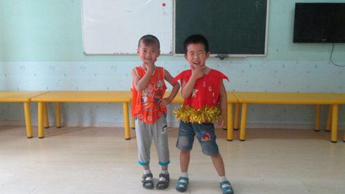 利用废品制作出宝贝们自己心仪的服装,大胆创想