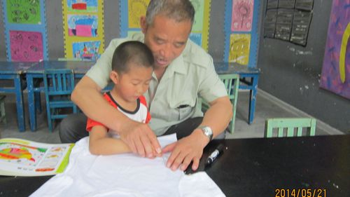 亲子手绘创意t恤 - 未来强者婴幼儿智力开发园