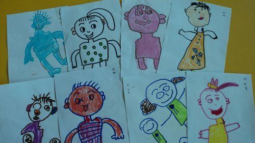 到,从小时候到长大的过程和样子的改变,同时孩子们也画出不一样