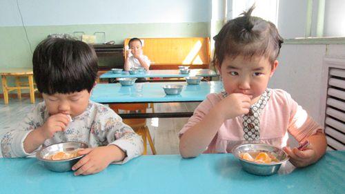 午点是幼儿园小朋友一日流程的重要环节之一,根据一天的食谱 合理