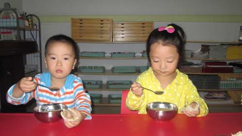 幼儿园的进餐护理