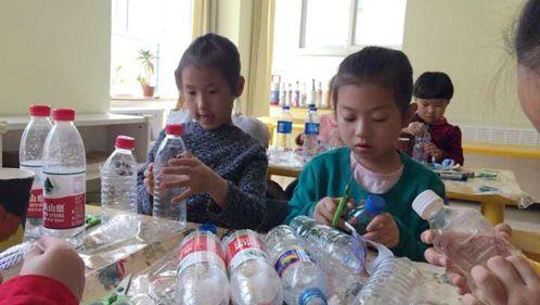 今天我们的手工课是制作瓶子娃娃