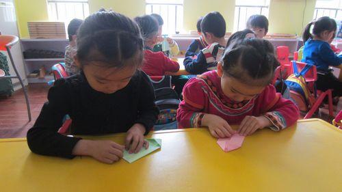 折纸船 - 未来强者婴幼儿智力开发园