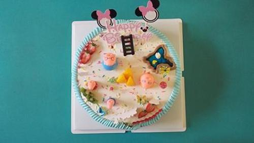看我的生日蛋糕上有我最喜欢的小猪佩奇呢~好喜欢啊