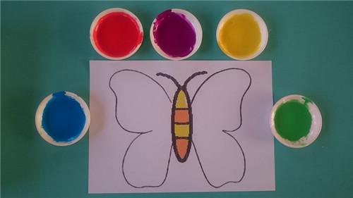 蜜蜂和花丛简笔画彩色