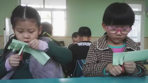 做灯笼 - 未来强者婴幼儿智力开发园