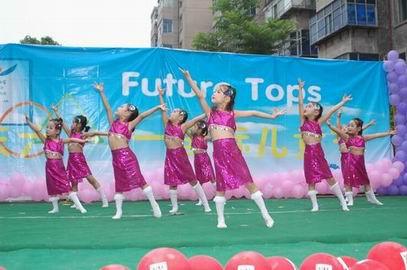 求一首适合在六一儿童节跳舞用的英文歌曲