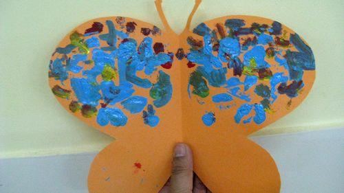 蝴蝶对称剪纸步骤,蝴蝶对称图形剪纸步骤,对称蝴蝶绘画,脸上-花图片