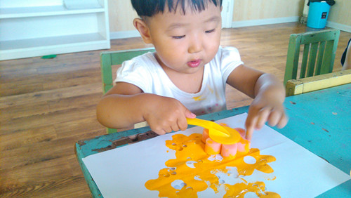 海绵拓印儿童画
