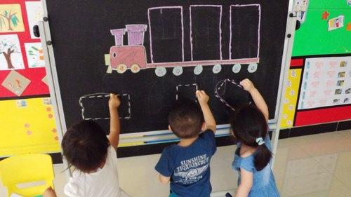 认识长方形 - 未来强者婴幼儿智力开发园