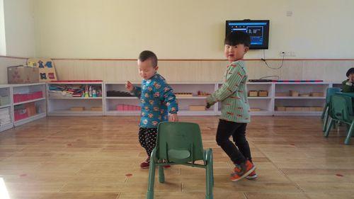 抢椅子游戏 - 未来强者婴幼儿智力开发园